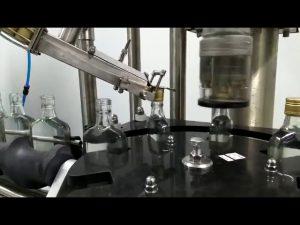 Stroj za zavijanje vijakov za steklenice vina