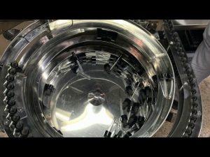 mehanski stroj za polnjenje in zapiranje steklenic cbd